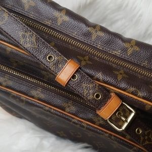 Louis Vuitton Bags - LOUIS VUITTON VINTAGE MONOGRAM CROSSBODY BAG